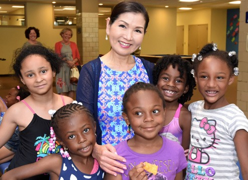 Yumi Hogan with children