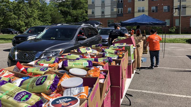 Minsterio Puerta de Paz food distribution